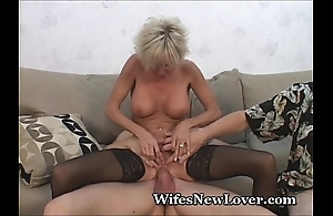 Patriarch milf satisfied by juvenile suitor