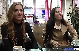 Les soeurs jumelles dellai se tapent un gros veinard