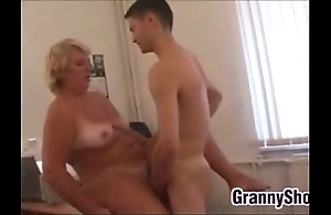 Beamy grandma fucking all round the brush situation