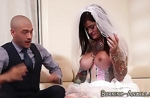 Leader cackling bride drilled